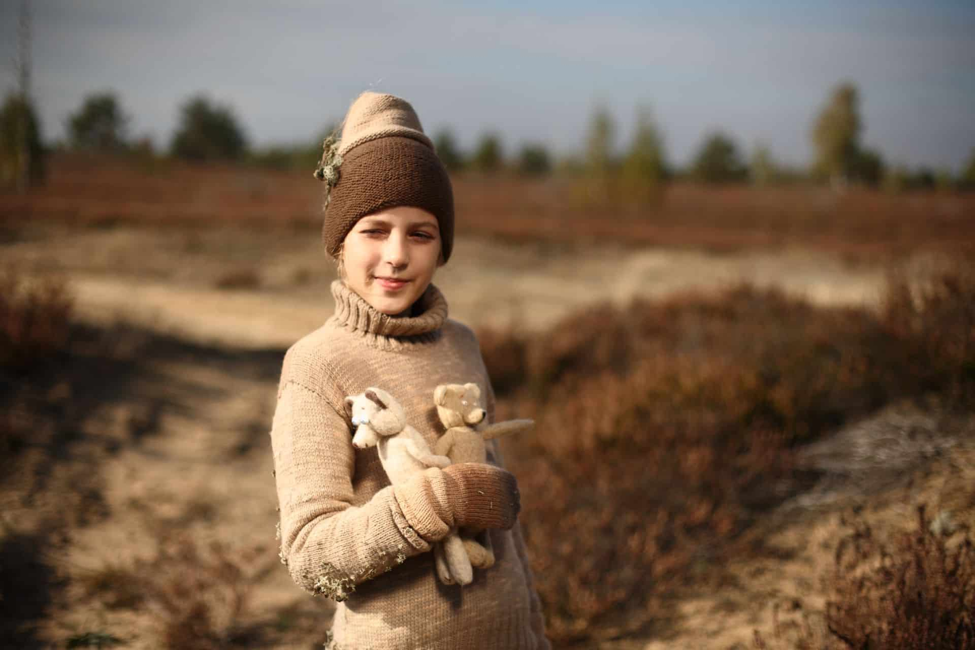 textile hat, wrist warmers, top for outside